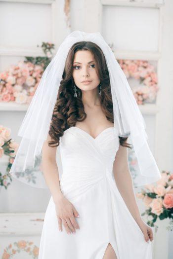 прическа на свадьбу с фатой