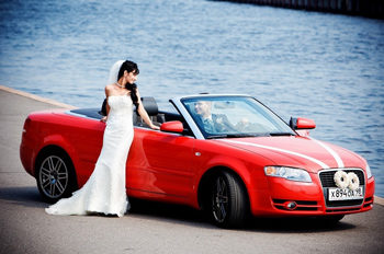 красный автомобиль на свадьбу