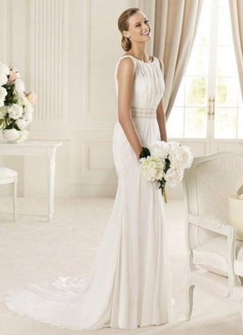 Длинный свадебный наряд