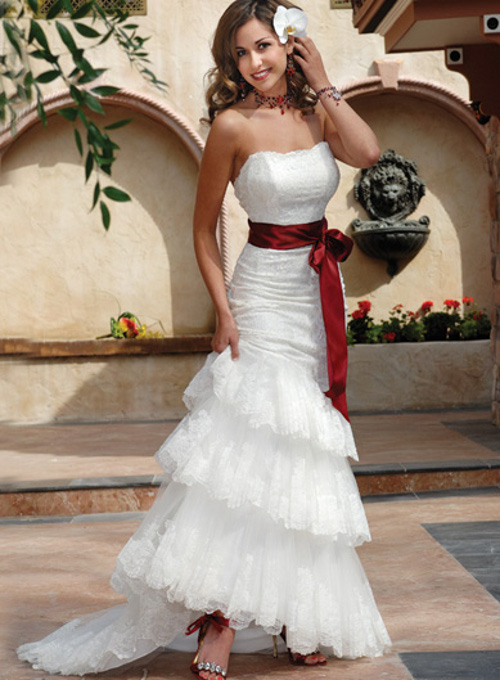 843d555bb926971 Свадебные платья для невысоких девушек: какое подойдет для худеньких ...