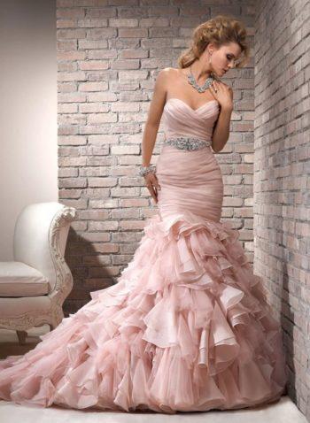 платье невесты в розовом стиле