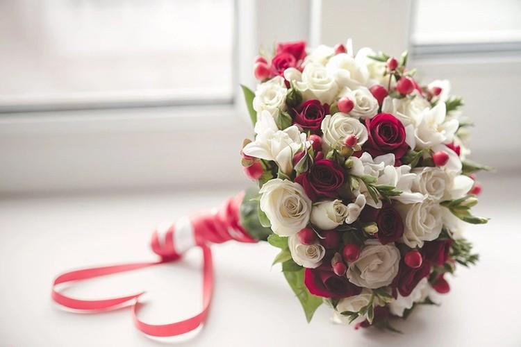Букеты из красных цветов, магазин эдем хабаровск на ул ленина