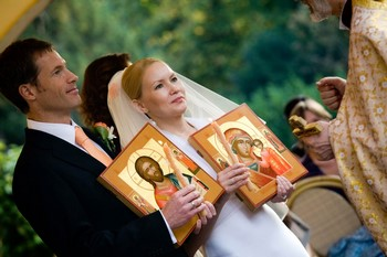 Как благословить дочь перед свадьбой: благословение сына, слова матери дома, с помощью какой иконы это следует делать