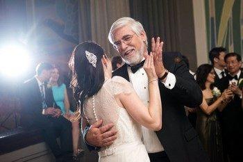 Трогательный и медленный танец невесты с отцом на свадьбе