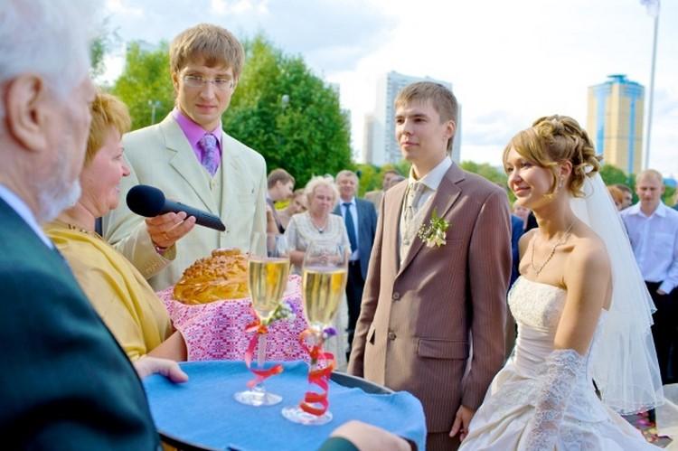 поздравления с днем свадьбы при встрече молодых