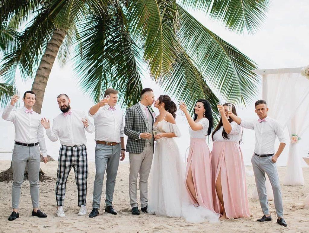 Фото свадьбы с гостями на Мальдивах