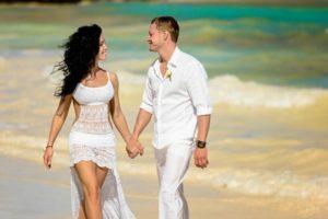 Наряд влюбленных на свадьбе на Мальдивах
