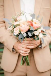 Наряд жениха на персиковую свадьбу