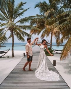 Образ пары на свадьбе на Мальдивах