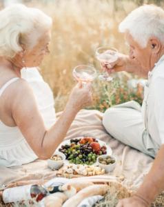 Празднование шестидесятой годовщины свадьбы на природе