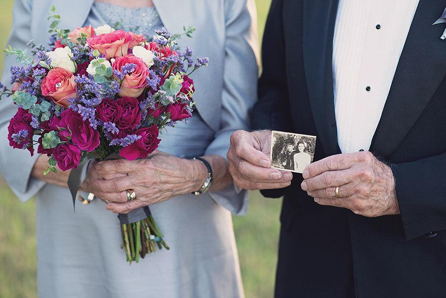 Супружеская пара 60 лет в баке