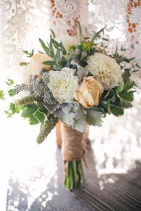 Цветы в бекете для деревенской свадьбы рустик