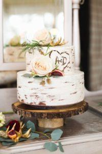 Фото маленького торта на деревенскую свадьбу