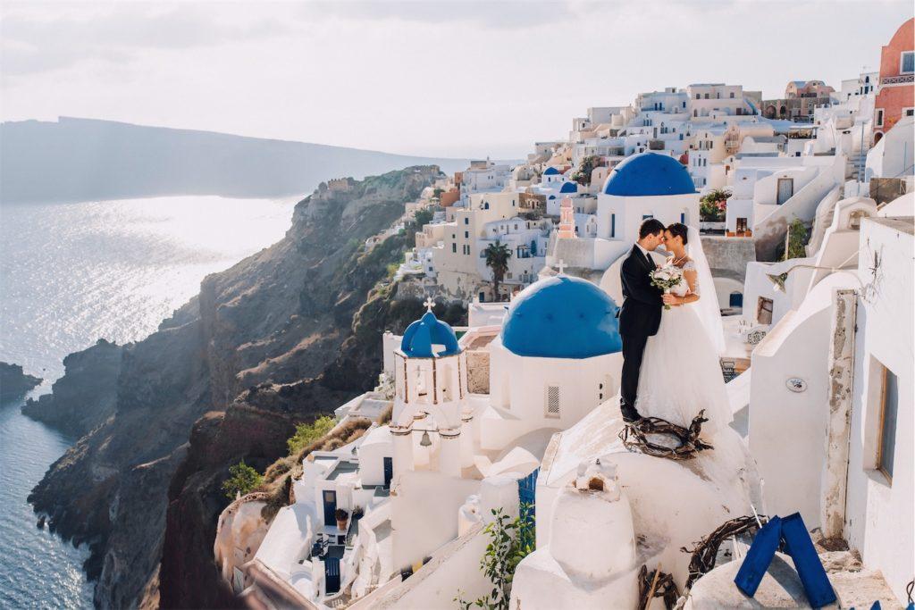 Фотосессия молодоженов на свадьбе в Греции