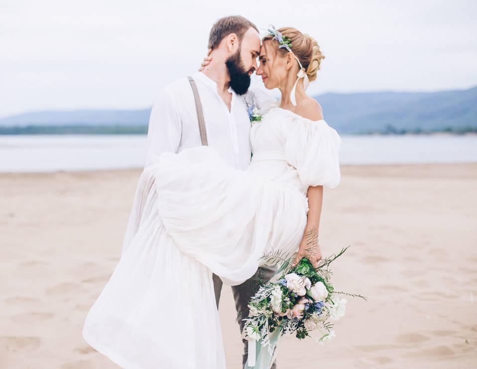 Наряд молодоженов на свадьбе в Греции