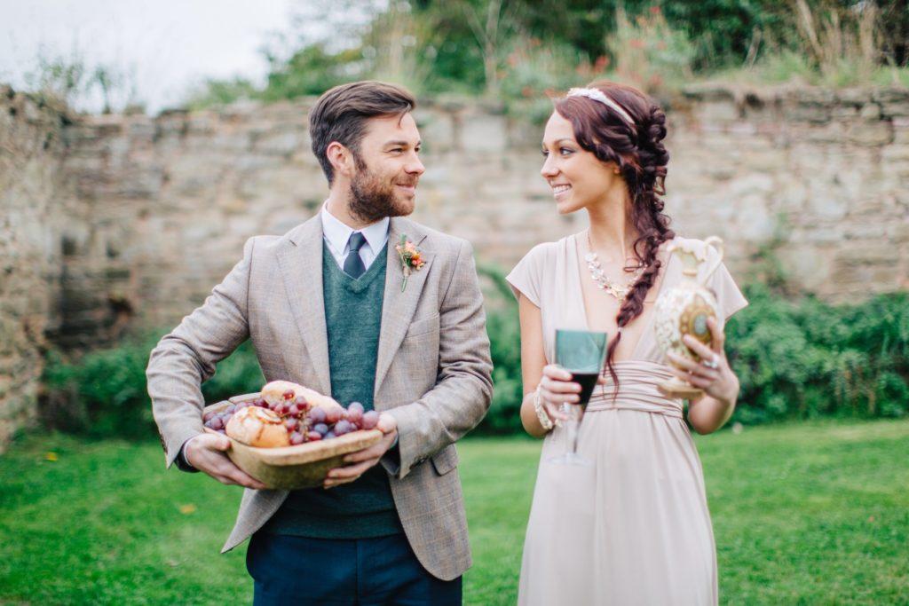 Наряд молодых на свадьбе на природе