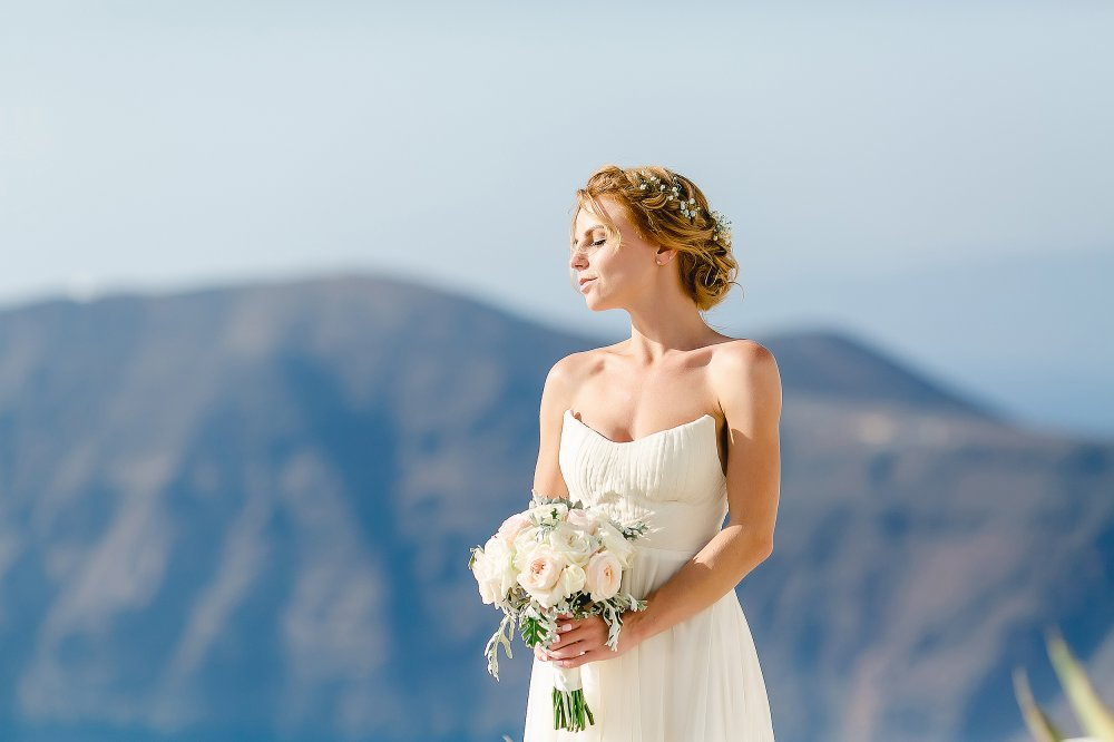 Наряд невесты на свадебной церемонии в Греции