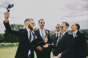 Наряды друзей жениха на бирюзовую свадьбу