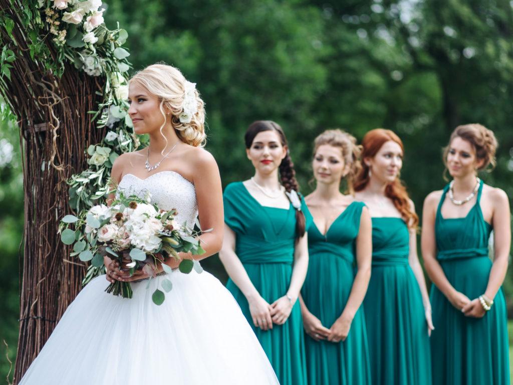 Наряды гостей на бирюзовую свадьбу