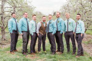 Наряды гостей жениха на бирюзовой свадьбе