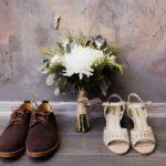 Обувь жениха и невесты на свадьбе в стиле рустик