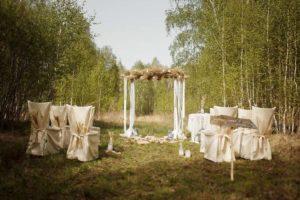 Оформление церемонии в стиле рустик для свадьбы весной