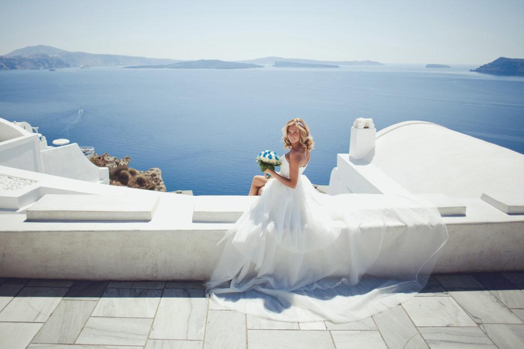 Платье невесты на свадебной церемонии в Греции