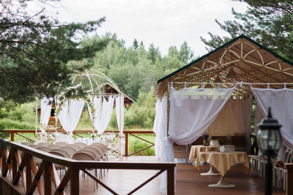 Свадьба на природе в парке
