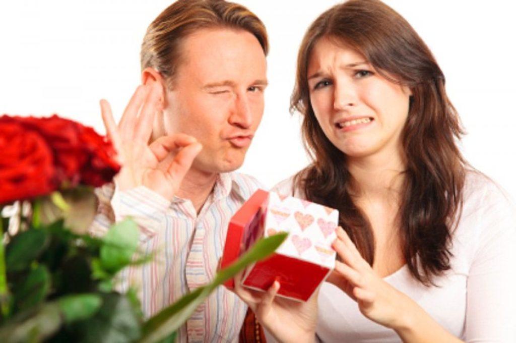 Подарок на 13 лет свадьбы не нравится
